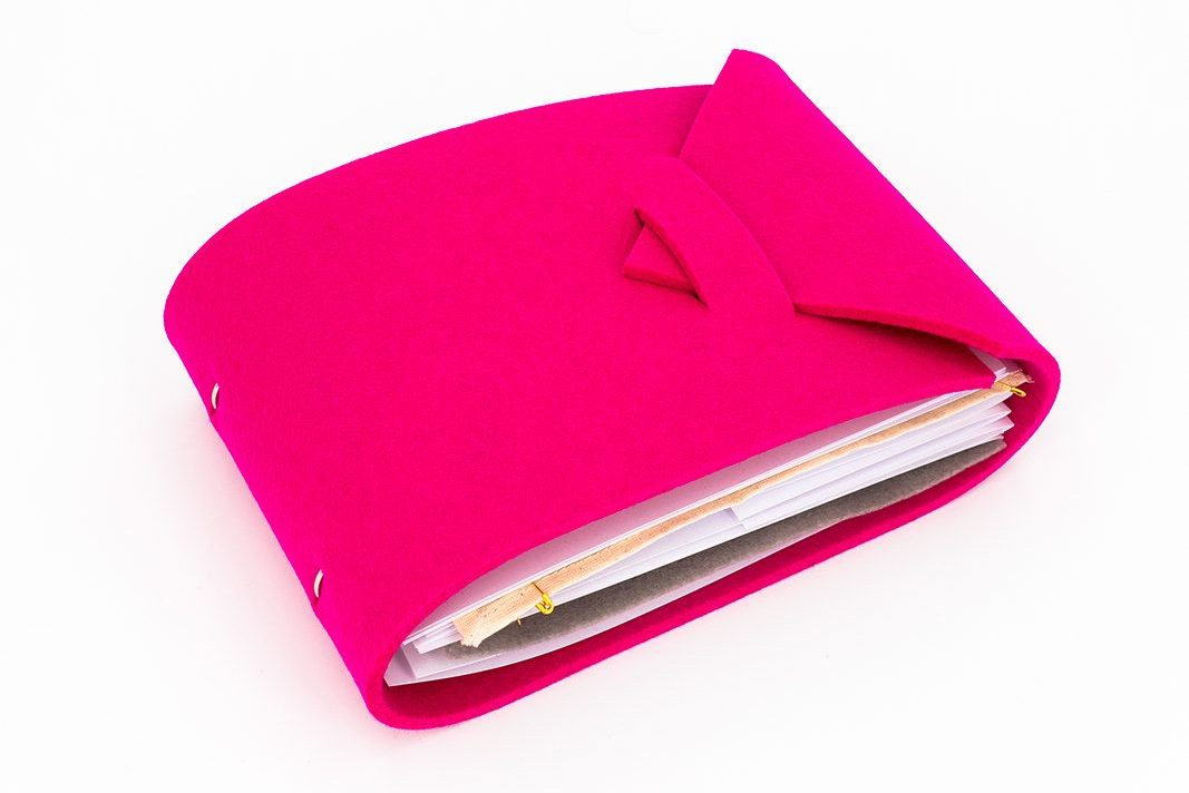 This picture illustrates the closed TEI Swatchbook 2021. It has a bright pink cover.